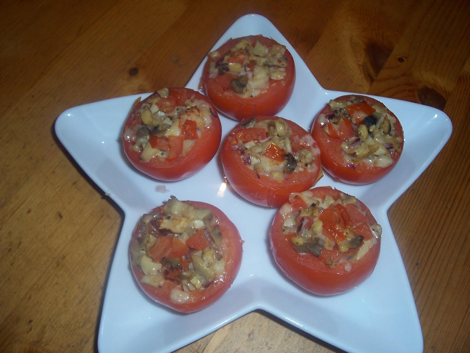 Gratinerade svampfyllda tomater