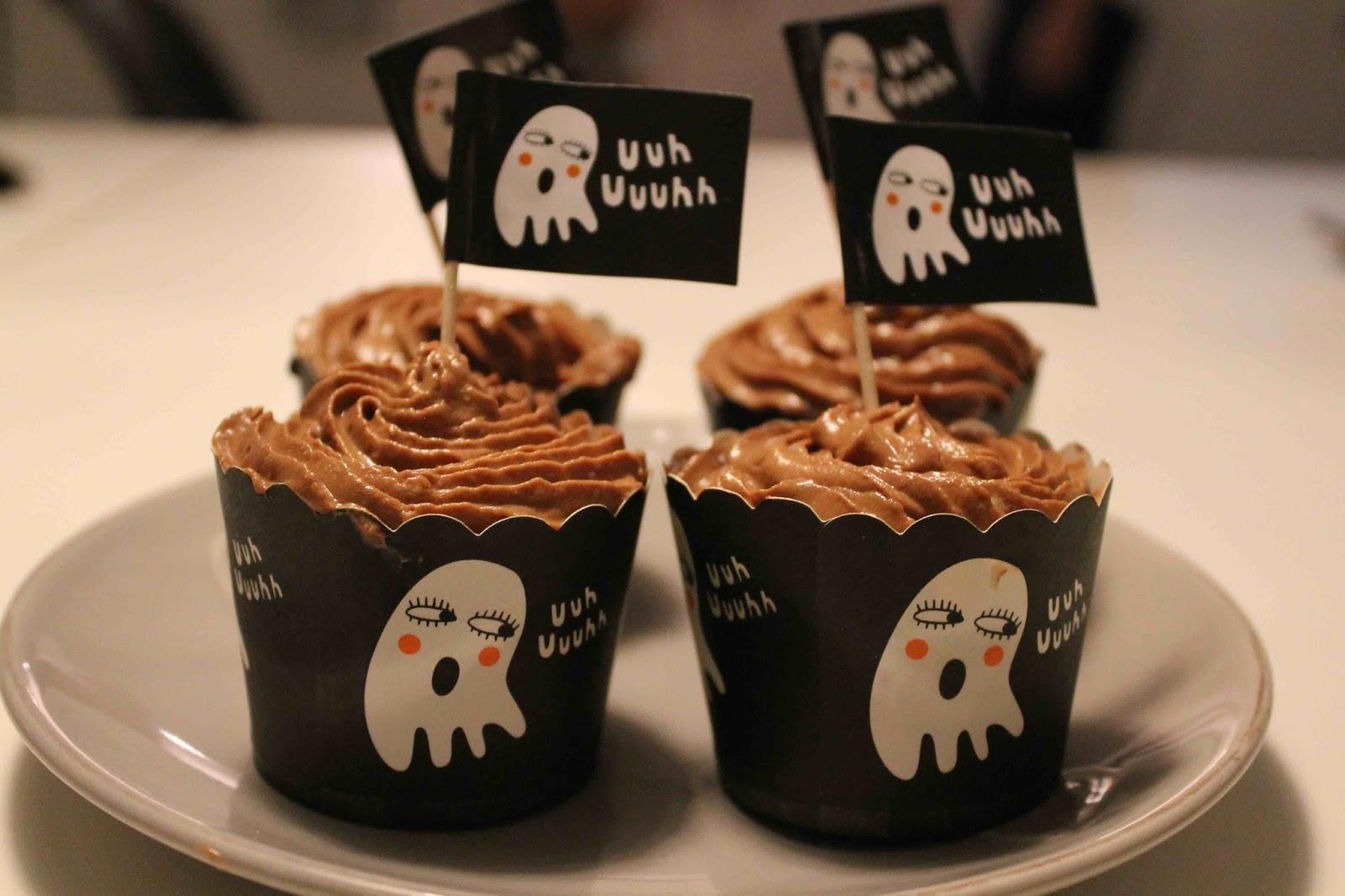 Chokladcupcakes i halloween-formar