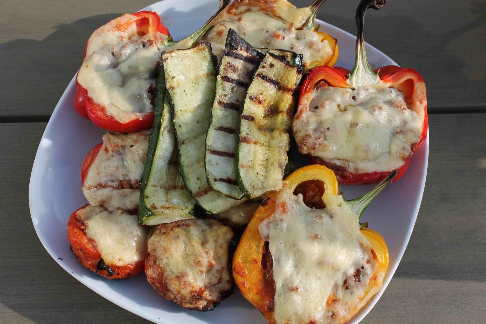 Köttfärsfyllda grillade grönsaker
