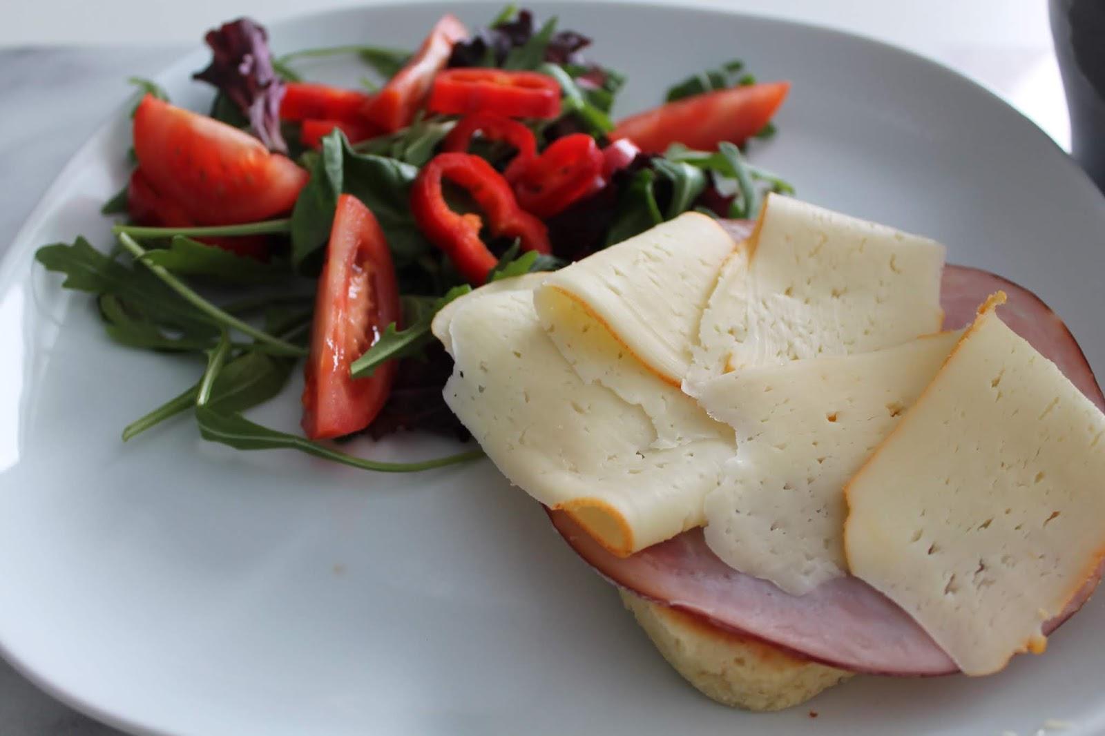 Lunchmacka med ost o skinka Lchf